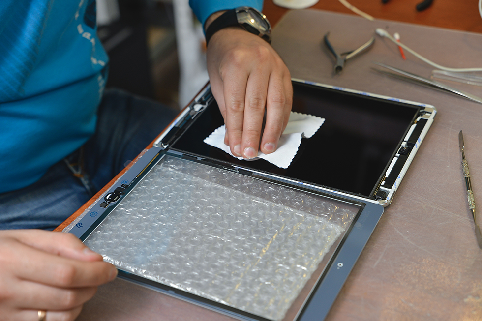 219e3a69169ac25ee9542ad1c59513d5 - Замена стекла (тачскрина) на Apple iPad