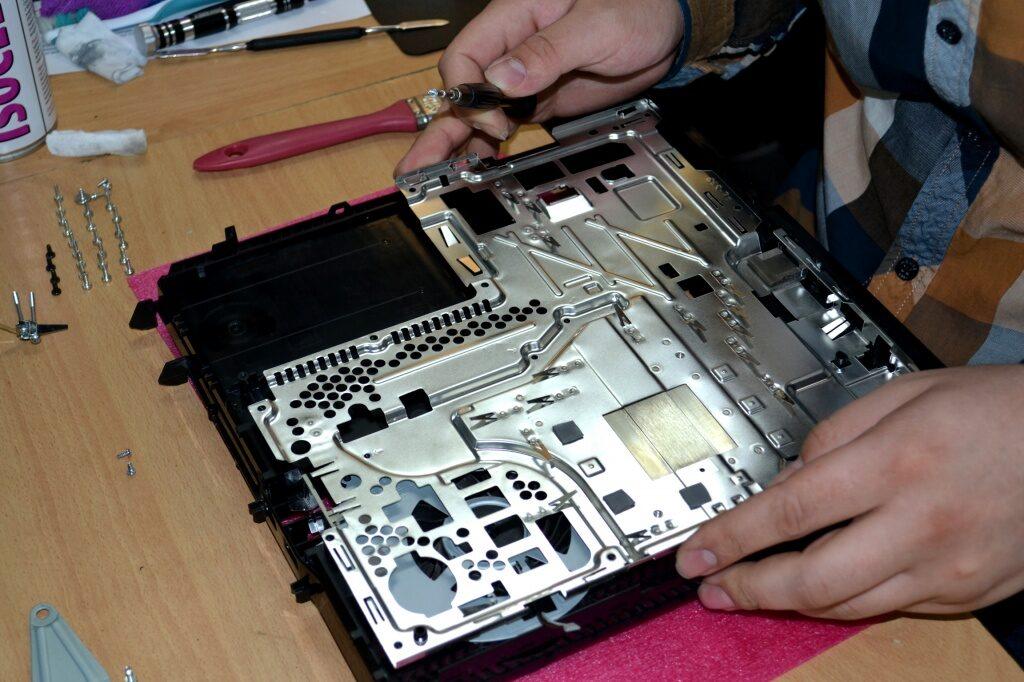 6dec156bc1cfdab4f826b0105d6b31bf 1024x682 - Техническое обслуживание Sony PlayStation 4