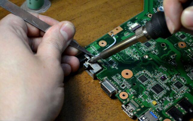 8d00cf097f5a7c88bc766240919e8955 640x400 - Замена разъема зарядки на ноутбуке