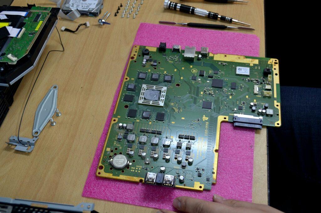 a1d776d0548abd0442d1150e2cd67481 1024x682 - Техническое обслуживание Sony PlayStation 4