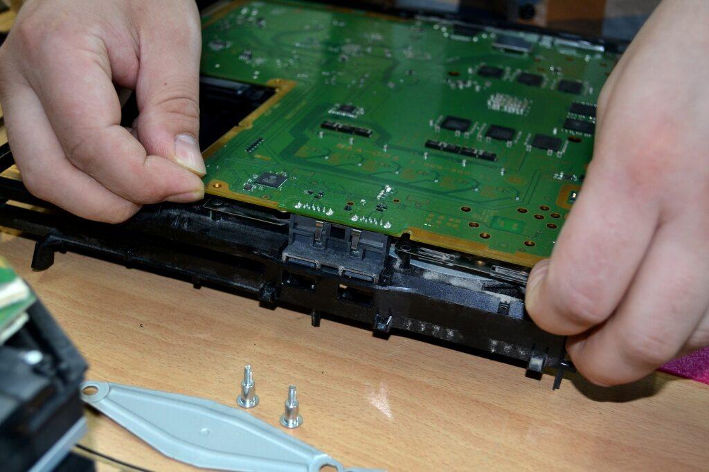 ae71f9ea0d0aff7b9a3ef83441d964da 1024x682 - Техническое обслуживание Sony PlayStation 4